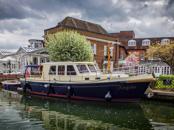 Kingfisher, luxury boat in Marlow