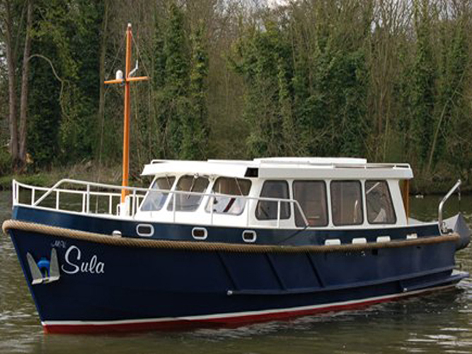 Sula, river boat hire from Oakley Court Hotel, Windsor